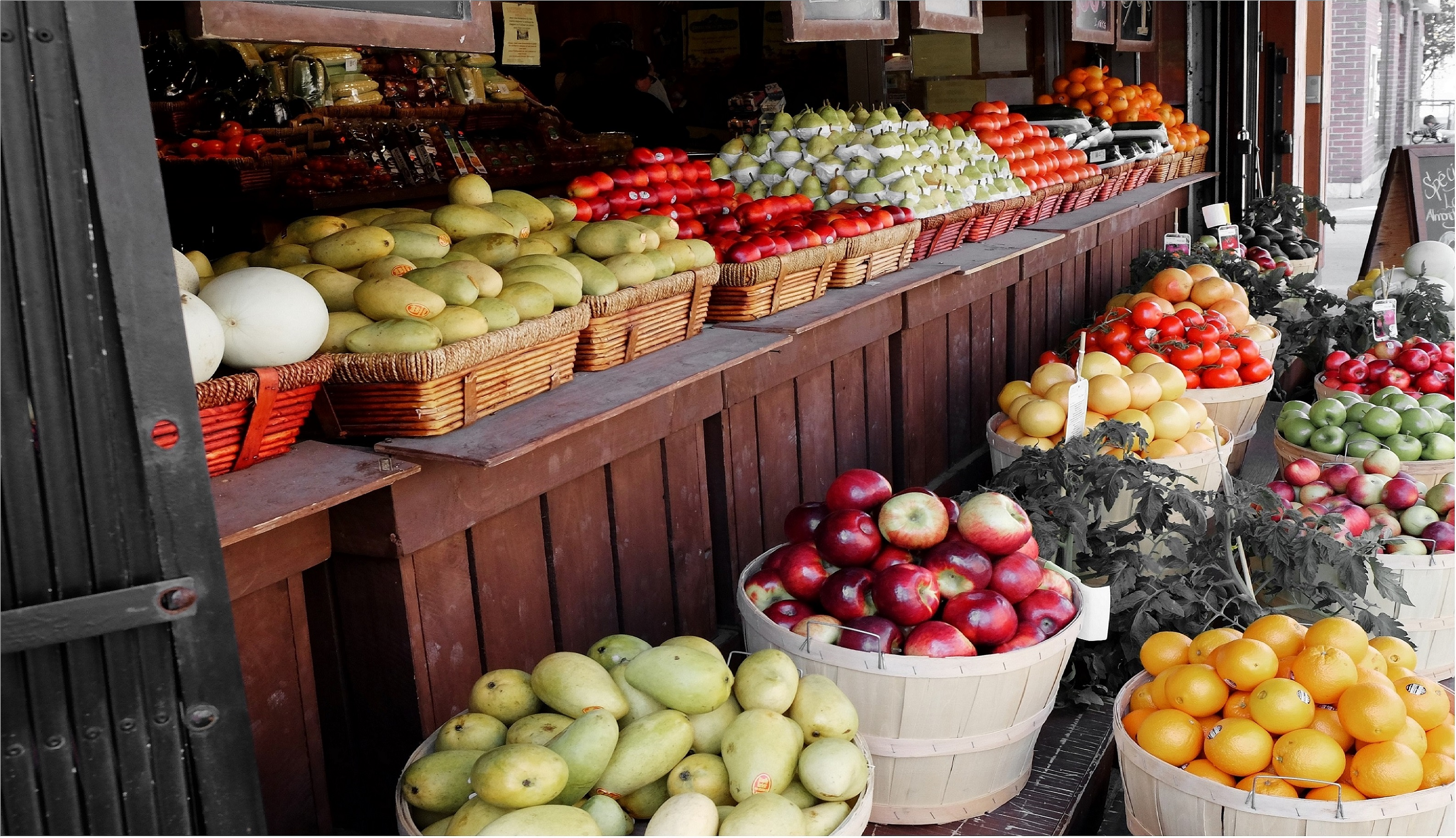 Importing Fresh Fruits and Vegetables into Canada